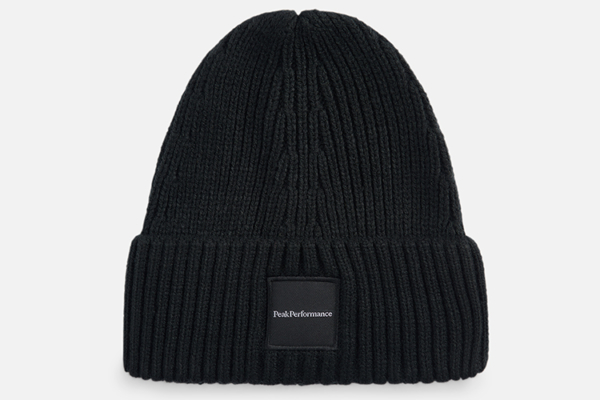 Peak Performance Cornice Hat Black, svart mössa med vikt kant