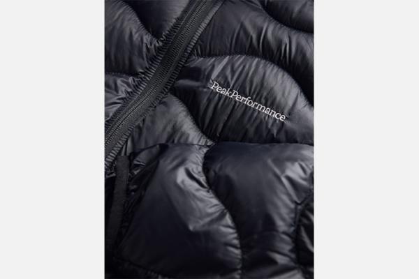 Peak Performance W Helium Hood Jacket Black Detalj 2